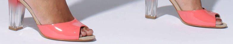 escarpins avec des talons transparents